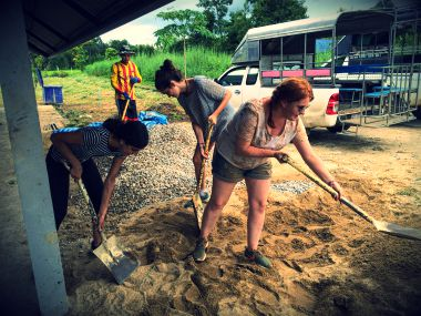 construction volunteers in thailand