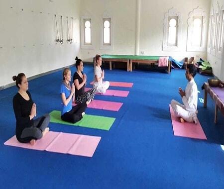 Aula de ioga em Delhi