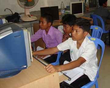 Teaching Computer Skills Phnom Penh - Cambodia