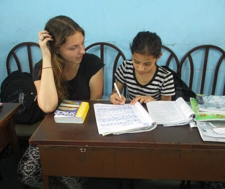 Programa de ensino para voluntários no Nepal