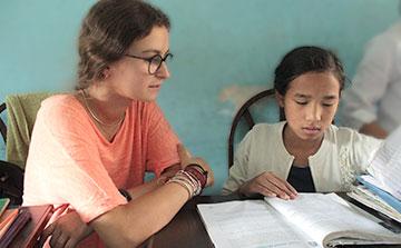 Programa de ensino voluntário no Nepal