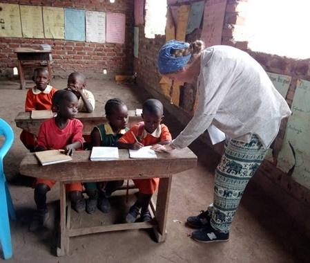 Programa de enseñanza voluntaria en Uganda