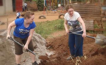 Construção de voluntários e desenvolvimento comunitário Uganda
