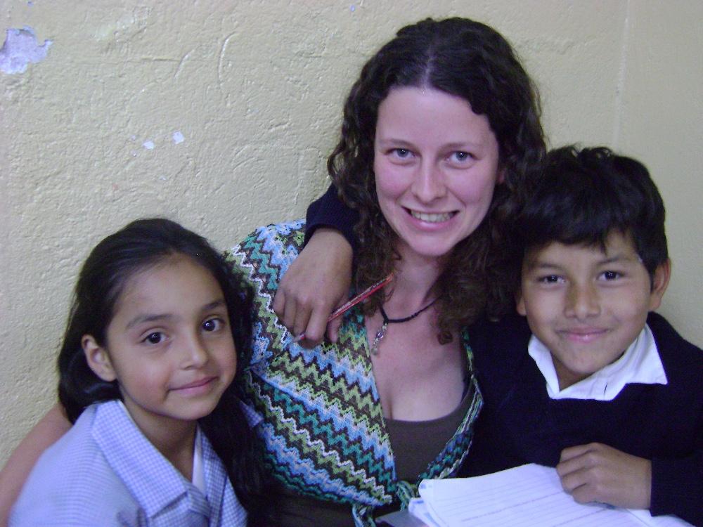 VolSol volunteer with kids in Quito ecuador