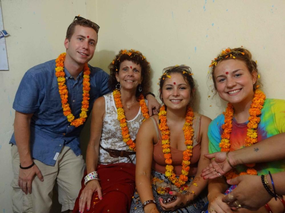 Voluntário recebe uma calorosa recepção na Índia>