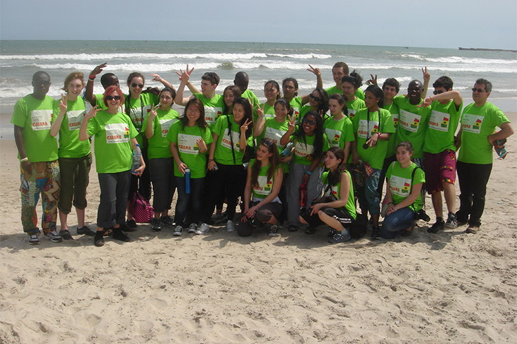 Grupo de estudiantes de Millennium High School, NY en Ghana>