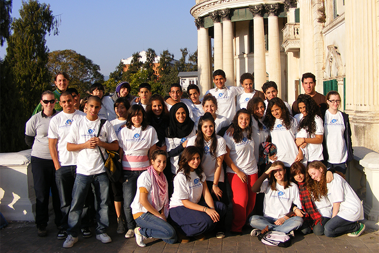 Grupo de estudiantes de UAS, Dubai voluntariado en Katmandú, Nepal>