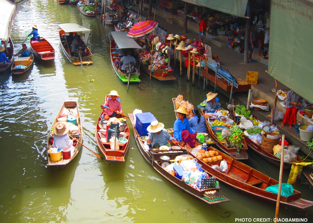 Floating-market-in-thailand