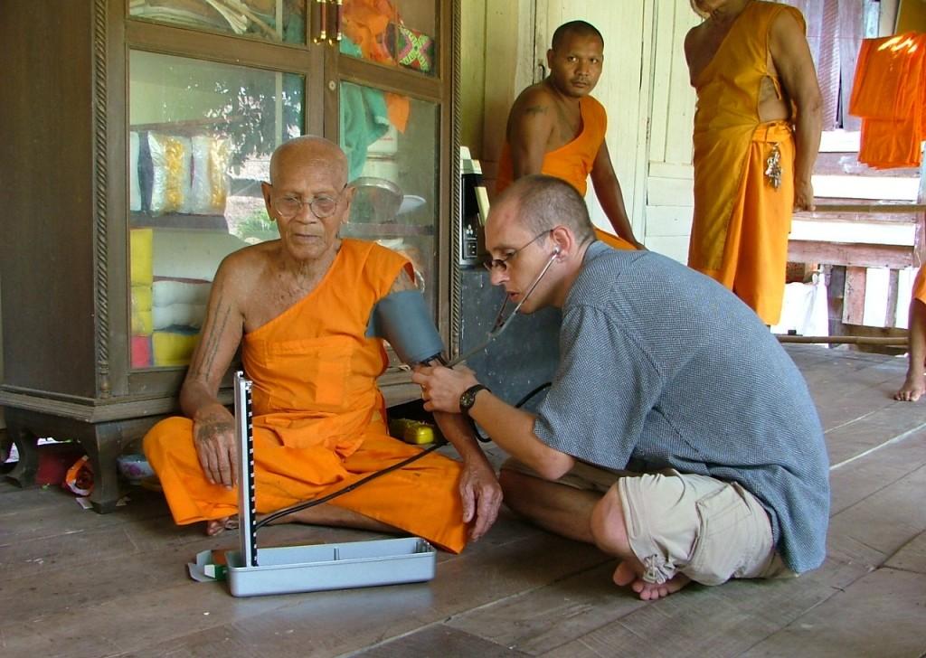 health care volunteer in Thailand
