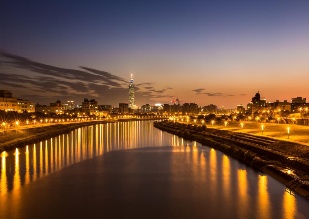china-taiwan-taipei-city-river-night-lights