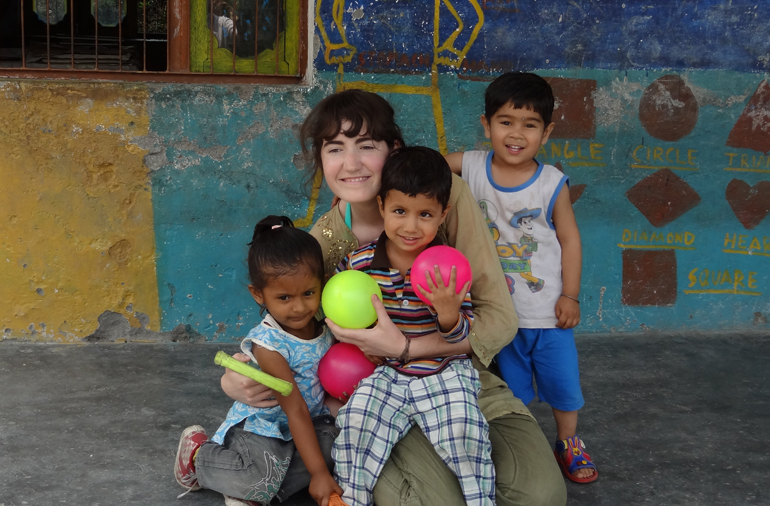 childcare-volunteer-work-in-Palampur-India