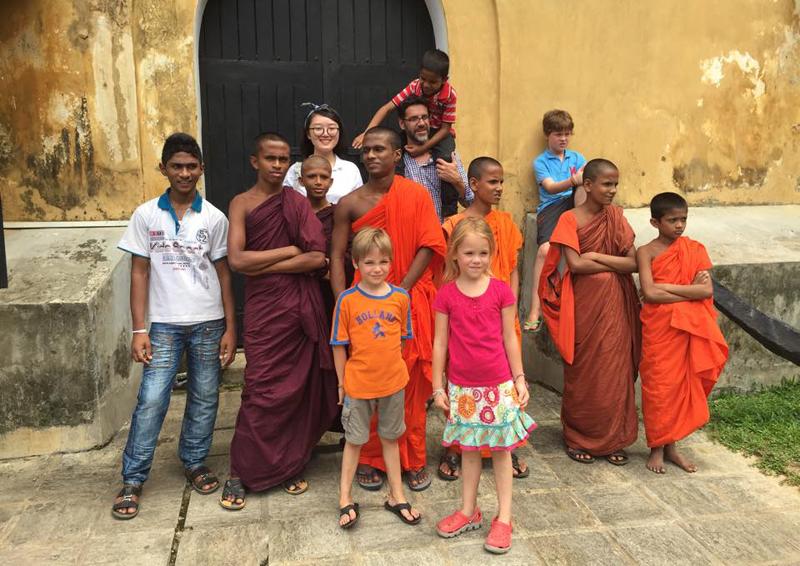 Family-volunteer-work-in-Sri-Lanka-with-volunteering-solutions