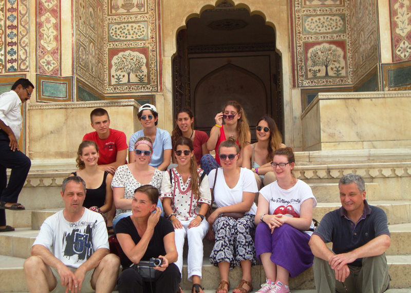 family-volunteering-in-India-with-VolSol