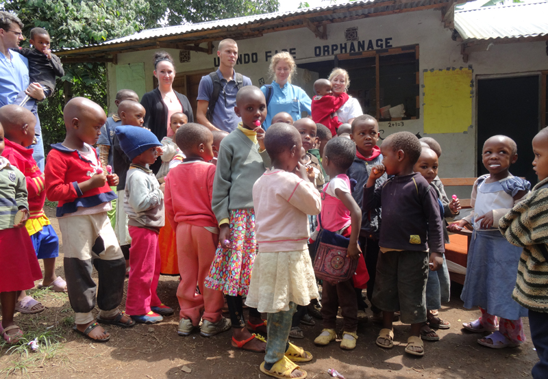volunteer-at-an-orphanage-in-Tanzania