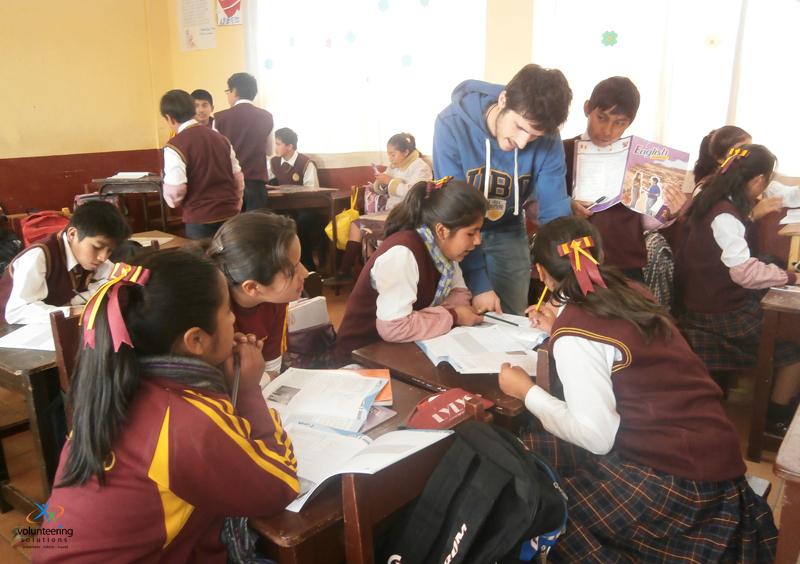 Teaching-volunteering-work-in-Peru-with-volsol