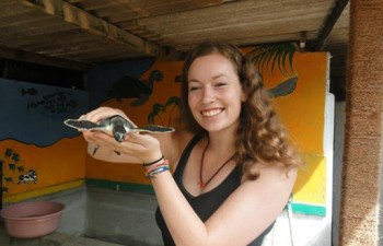 Turtle-conservation-volunteering-in-Sri-Lanka