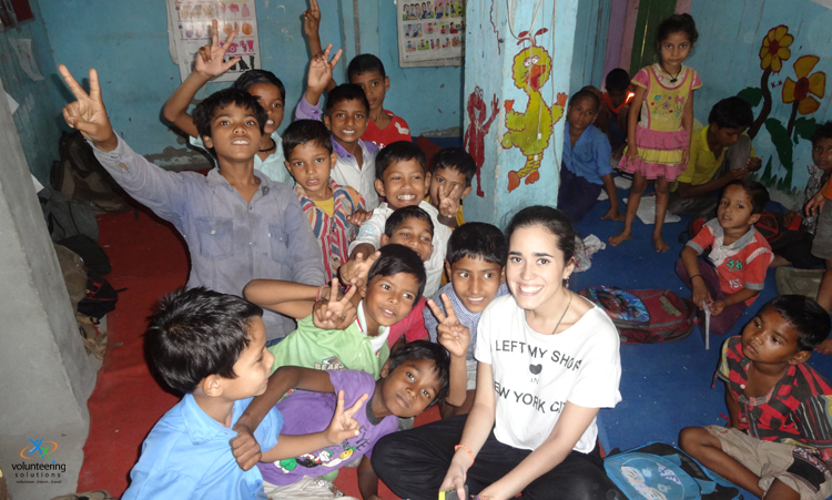 volunteer-working-at-an-orphanage-in-Delhi-India