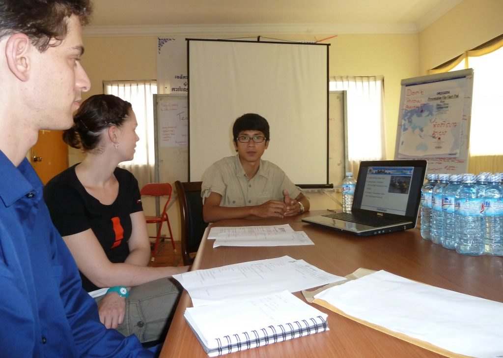 computer-teaching-in-cambodia