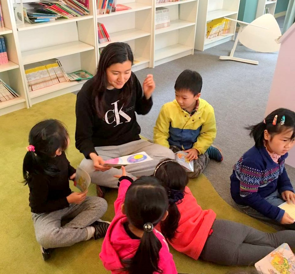 Christina Li while volunteering with kids in China