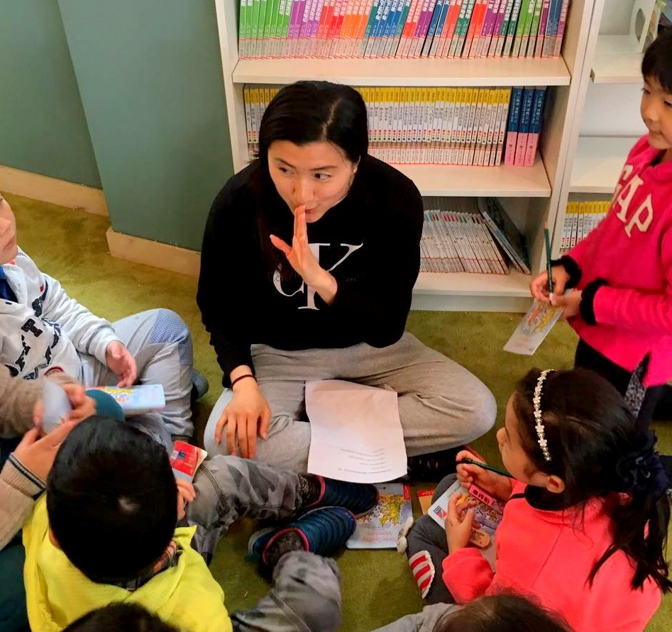 Christina Li teaching kid in China