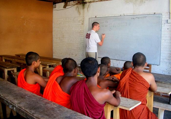 volunteer to teach monks in Thailand