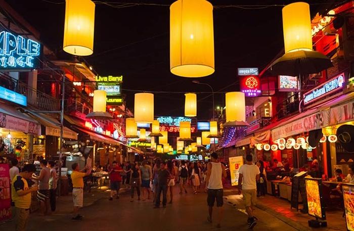Explore the nightlife in Phnom Penh