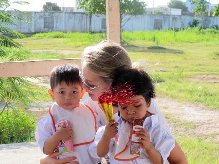 orphanage volunteering in Cambodia (1)