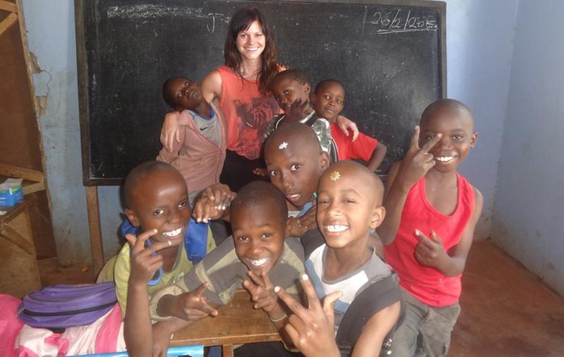 childcare-volunteering-in-Tanzania-with-VolSol