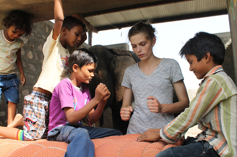 street children volunteer work in India