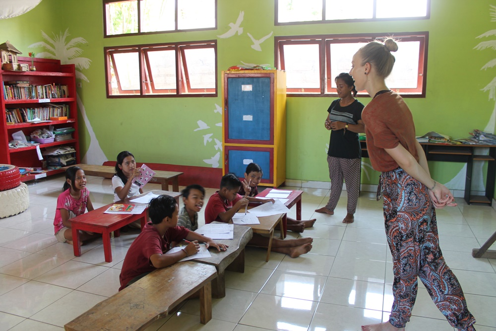 teaching volunteer work in bali