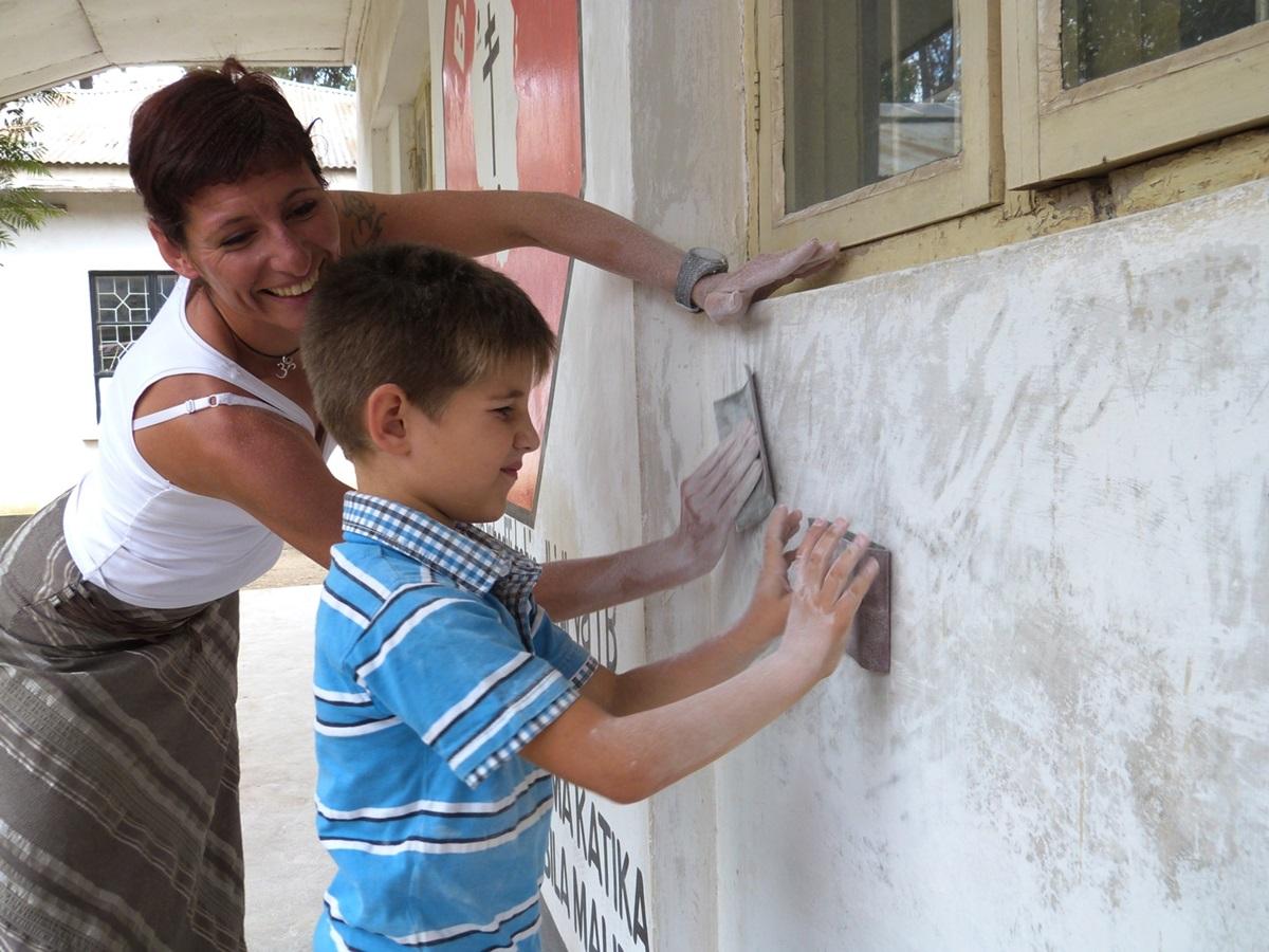 family-volunteer-programs-abroad