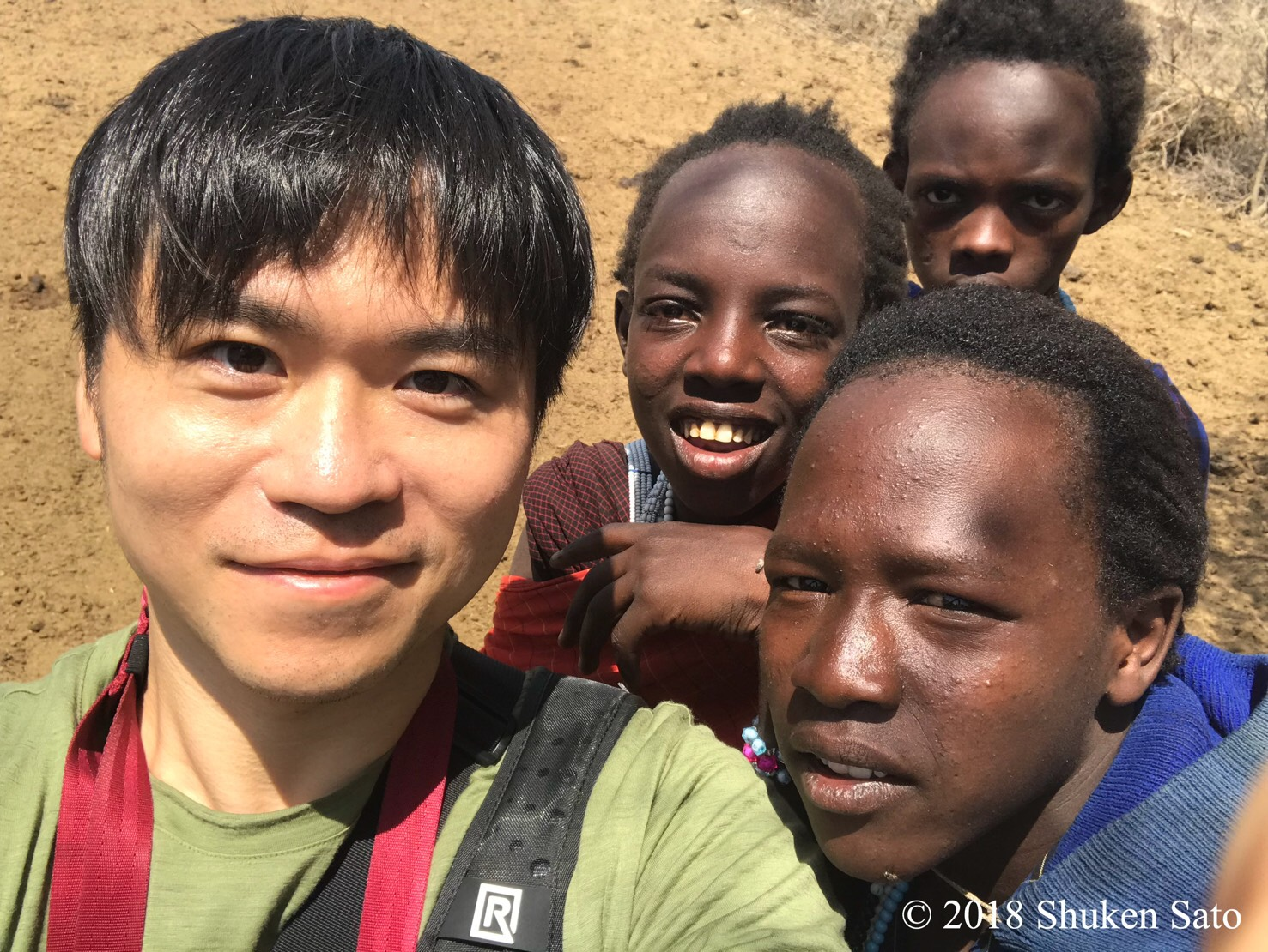 Shuken Sato with Kenyan Kids